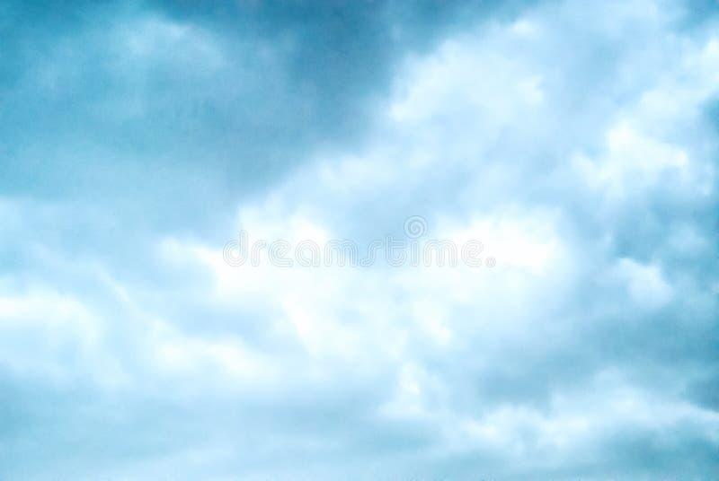 Облачное небо перед штормом стоковая фотография