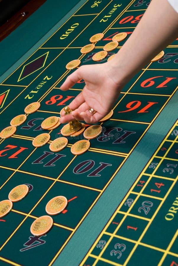 обломоки играя в азартные игры таблица рулетки стоковые фото