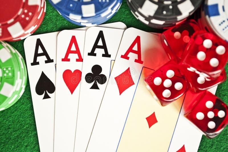обломоки карточек dices покер стоковая фотография rf
