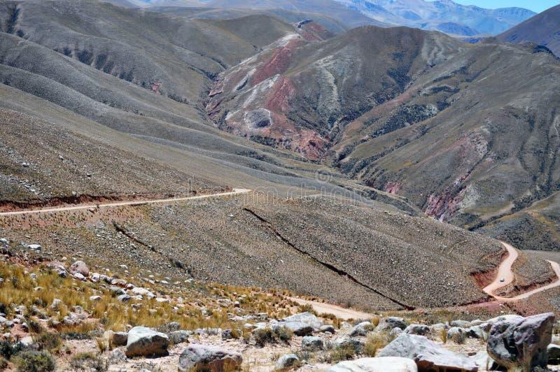 Обматывая кривые которое водит к долинам CalchaquÃes стоковая фотография rf