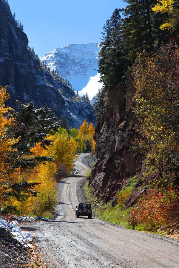 Обматывая сценарный byway в Колорадо стоковая фотография