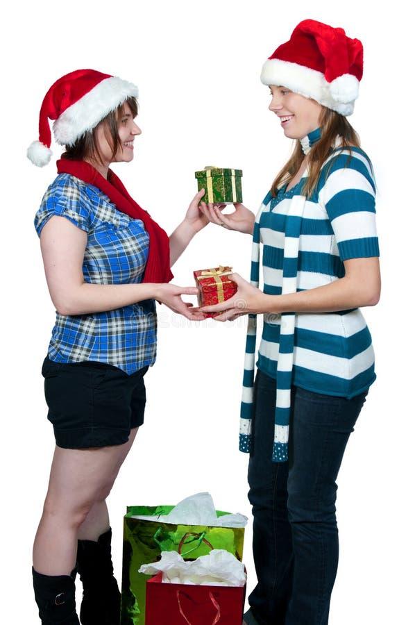 обменивать подарки друзей стоковые фото