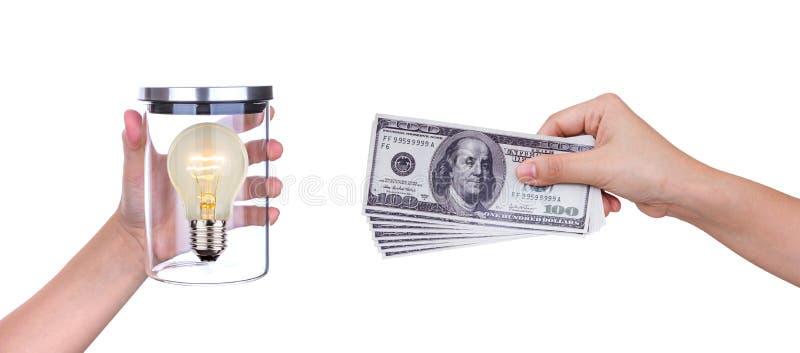 Обменяйте электрическую лампочку идеи и космоса белизны денег стоковая фотография
