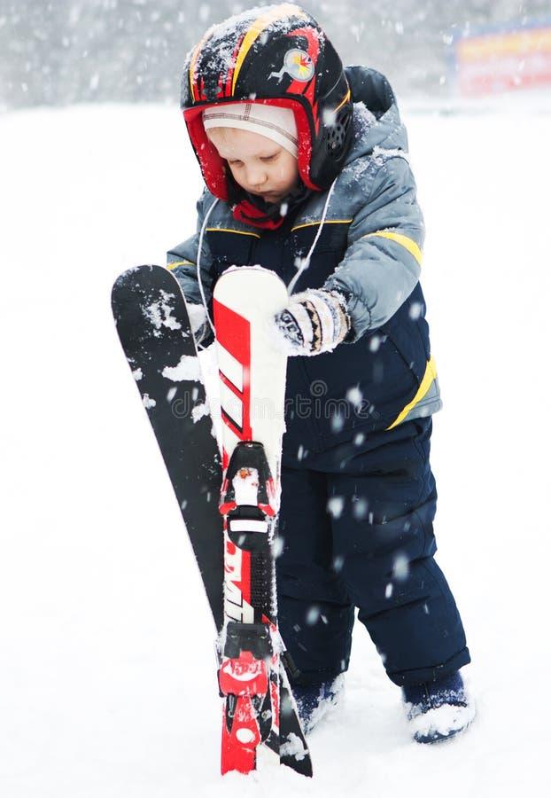 Обмундирование зимы лыжного курорта развлечений детей стоковые изображения rf