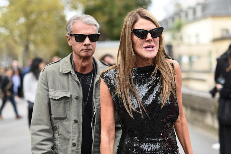 Обмундирования стиля улицы на неделе моды Парижа стоковое фото