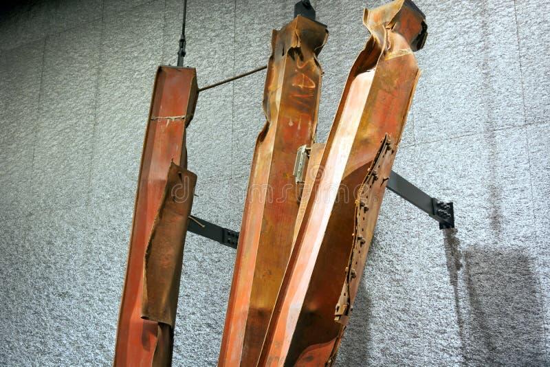Обмылки стальных структур трёхзубцев 9/11 мемориальные музеев разрушенных Башен Близнецы стоковое изображение