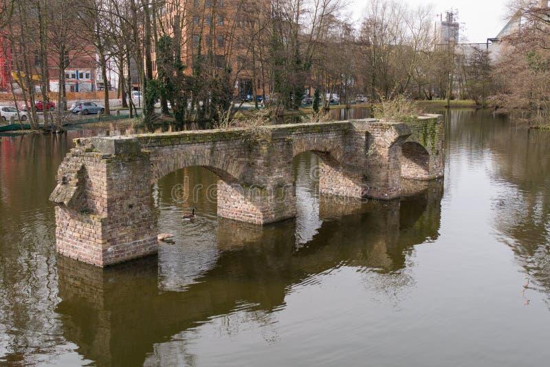 Обмылки старого римского мост-водовода, в Кёльне, Германия стоковые фото