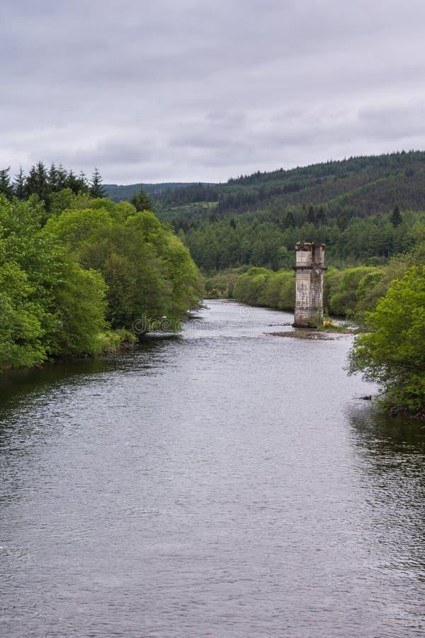 Обмылок башни моста над рекой Oich, фортом Augustus Шотландией стоковое фото