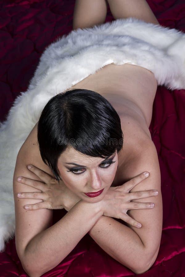 Обнажённая красивая сексуальная женщина брюнет стоковая фотография rf