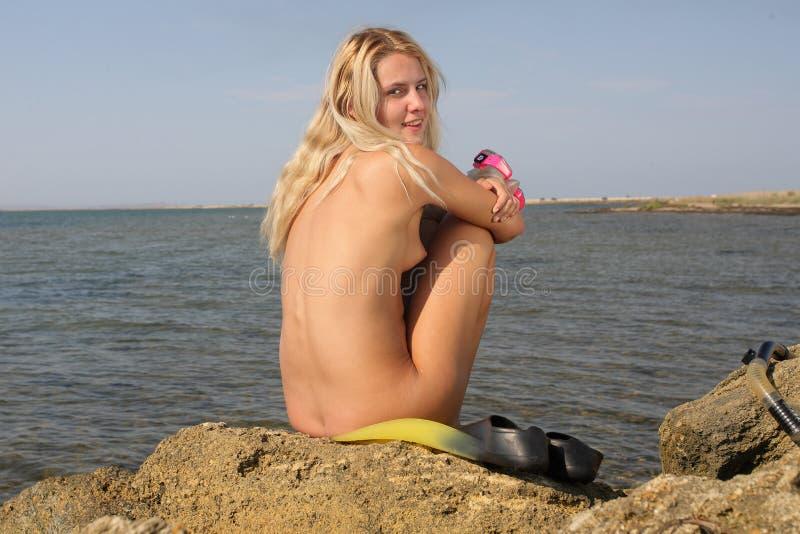 Download обнажённый девушки подныривания Стоковое Фото - изображение насчитывающей чуть, эротично: 6866588