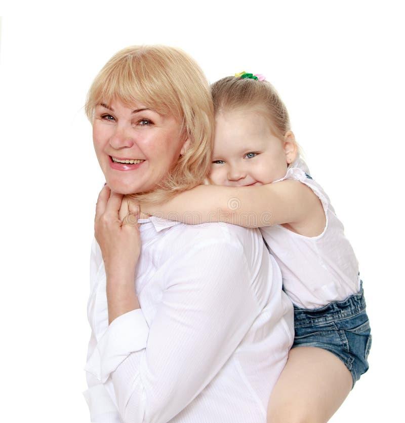 Обнимать внучки и бабушки стоковое фото