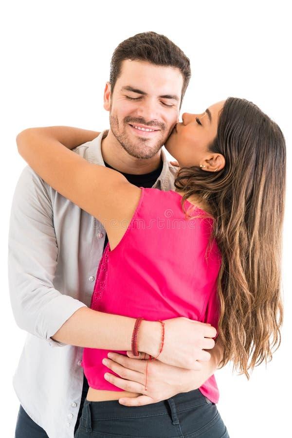 Обожая испанские пары Romancing над предпосылкой стоковая фотография rf