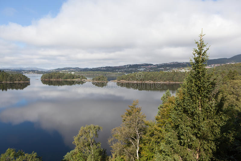 Обозначенный Grieg На береге озера обнаруженное местонахождение поместье Troldhaugen Nurdos Норвегия стоковые изображения rf