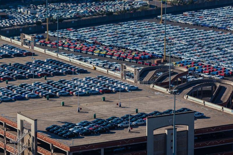 Обозревать экспорта импорта кораблей автомобилей  стоковые изображения