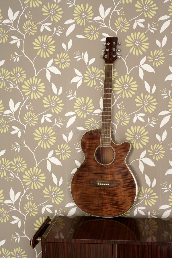 обои сбора винограда акустической гитары 60s ретро стоковая фотография rf