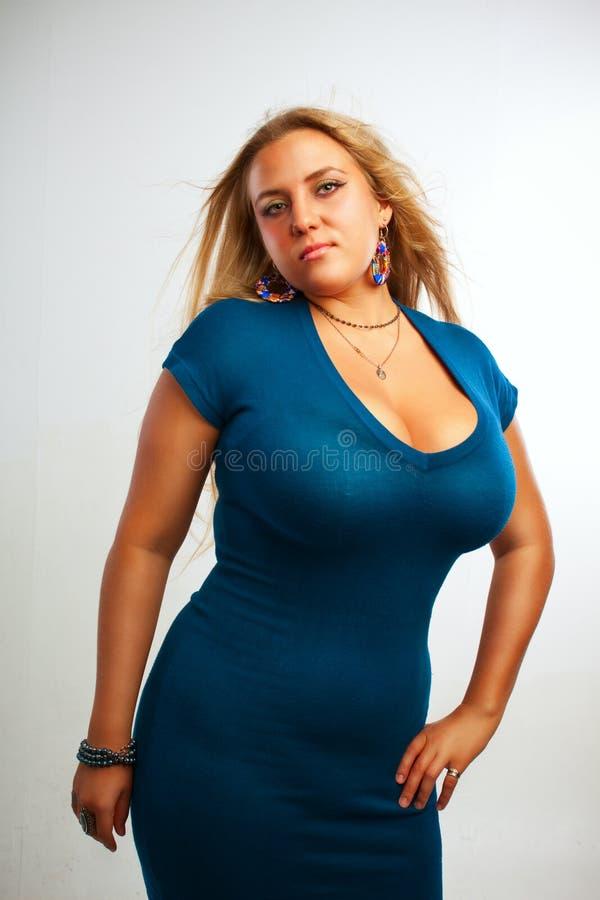 Обольстительная дама в сини стоковые изображения