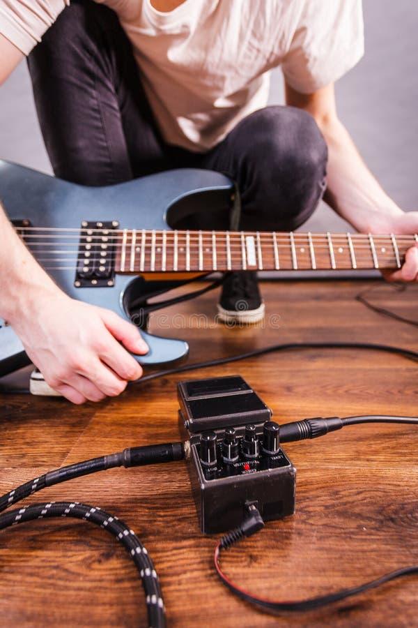 Оборудование гитары создания человека стоковые изображения rf
