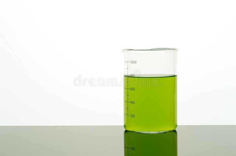 Оборудование лаборатории Beaker на таблице лаборатории стоковые изображения rf