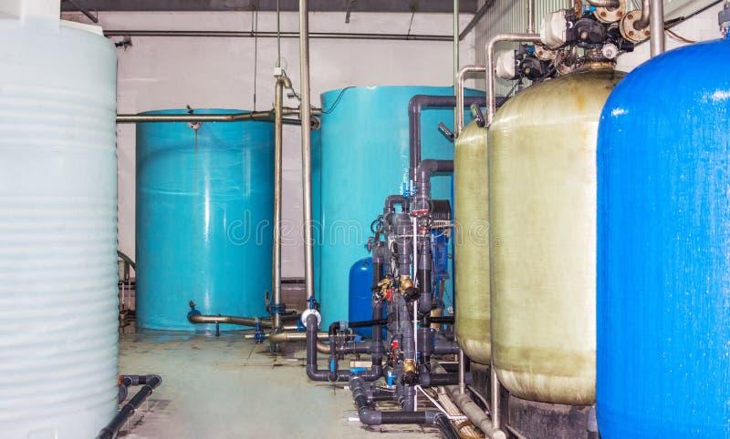 Оборудование фильтра очистки воды в мастерской завода стоковые изображения
