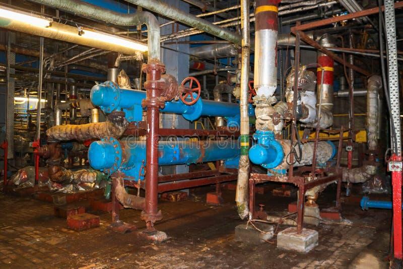 Оборудование энергии теплообменного аппарата раковин-и-трубки утюга для нагревая продуктов охлаждая на промышленном химикате рафи стоковое фото rf