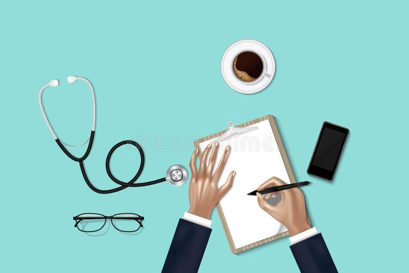 Обработка здравоохранения и концепция занятия медицины, руки доктора принимают примечание пока рассмотрение физические данные пац стоковое фото rf