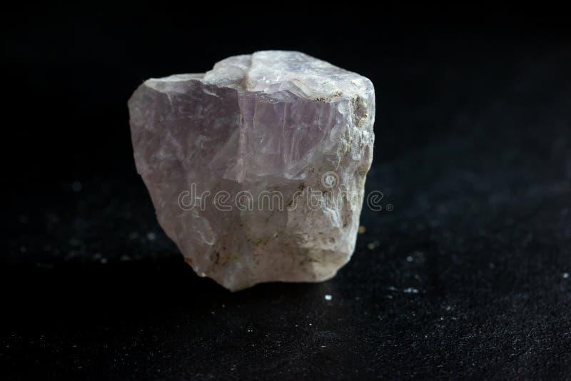 Образец фторита каменный минеральный кристаллический для науки и геологии стоковое изображение rf