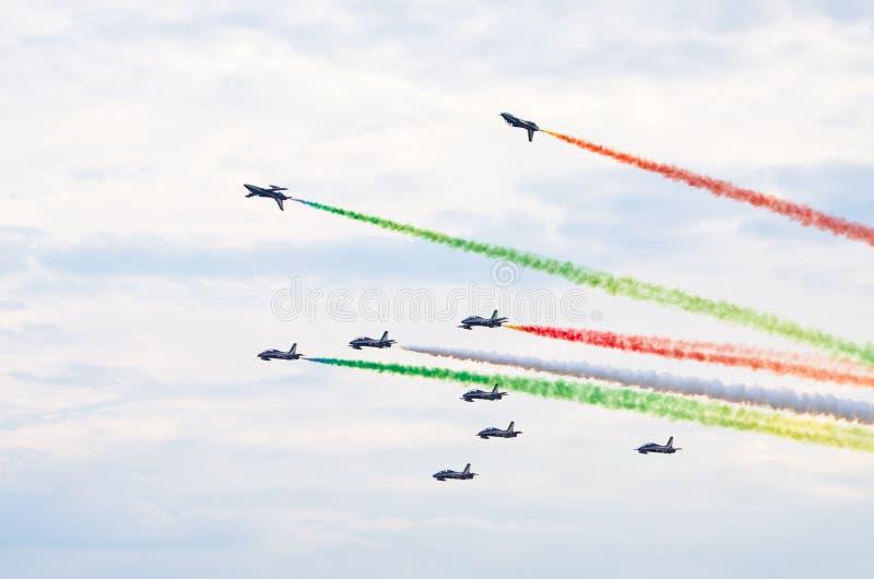 Образование Frecce Tricolori итальянки на Радоме Airshow, Польше стоковое изображение rf