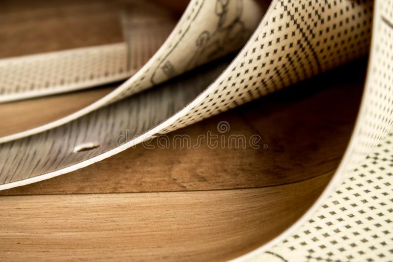Образцы линолеума Резать и класть покрытий пола стоковое изображение rf