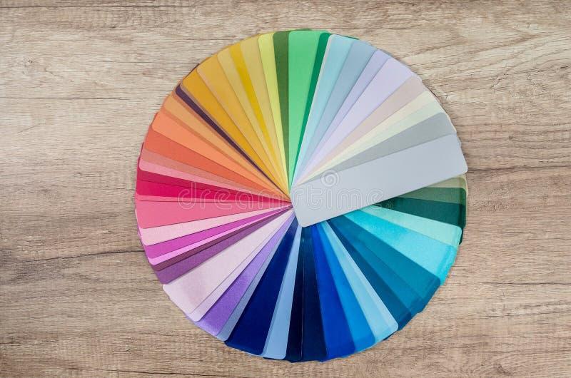 Образцы цвета разложенные в круге стоковое изображение rf