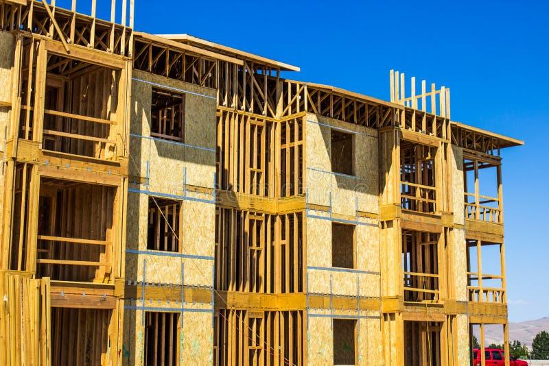 Обрамлять на новом жилищном строительстве стоковые фото
