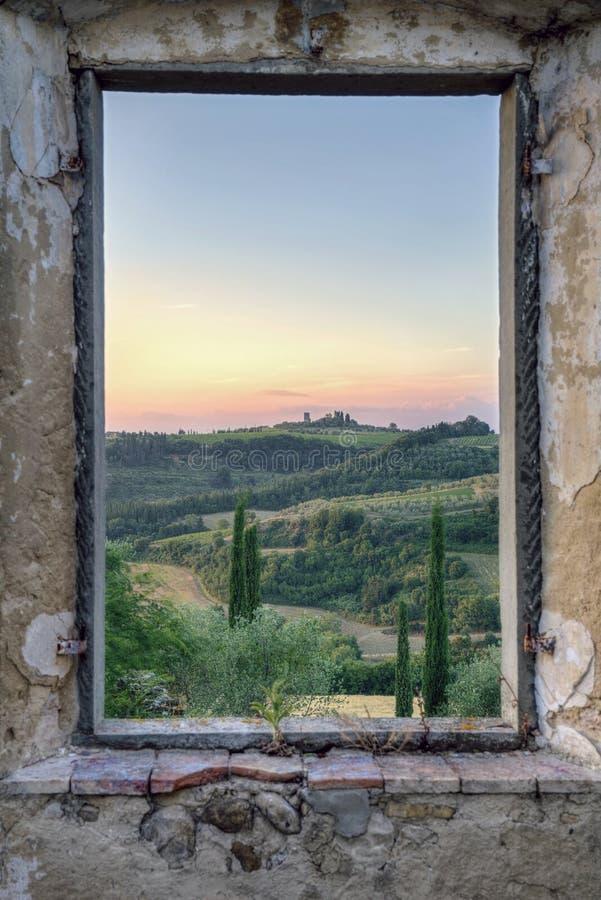 Обрамленный взгляд от старого window1 стоковое фото rf