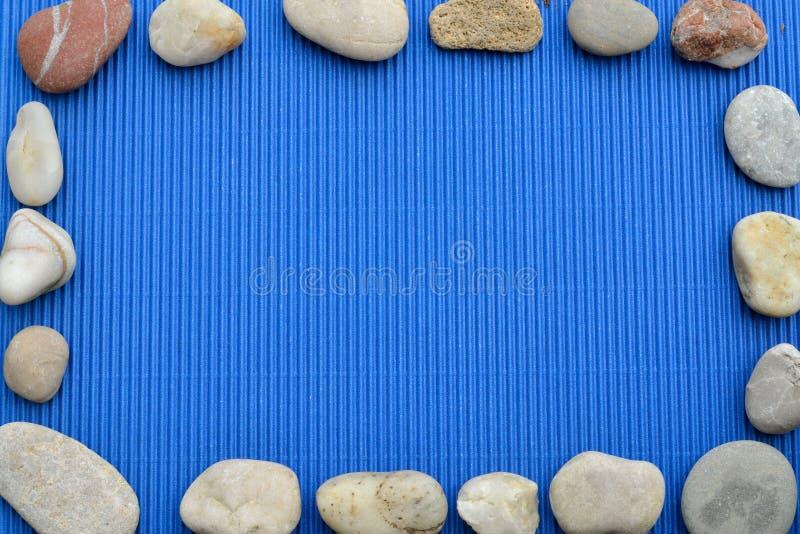 Обрамлять с камнями стоковая фотография