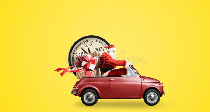 Обратный отсчет Санта-Клауса на машине стоковое изображение rf