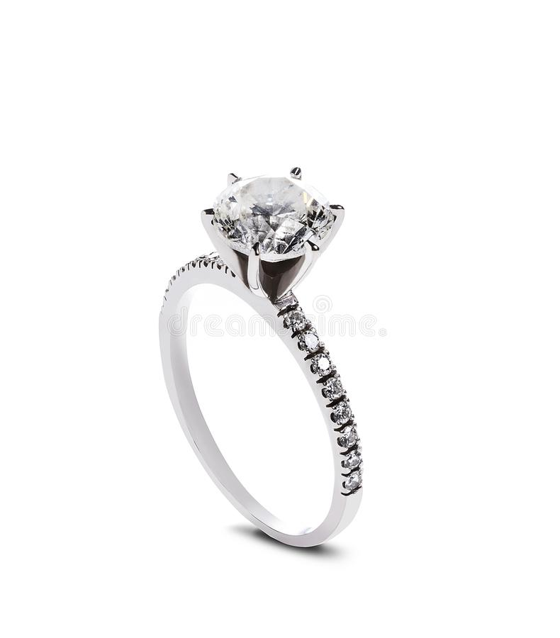 Обручальное кольцо диаманта, изолированное на белой предпосылке стоковая фотография rf