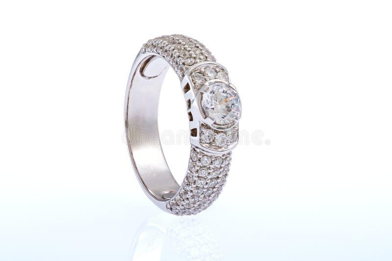 Обручальное кольцо белого золота стоковые изображения rf