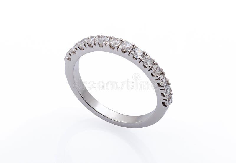 Обручальное кольцо белого золота стоковые изображения