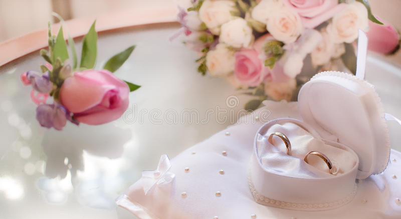 Обручальное кольцо как символ свадьбы стоковое фото