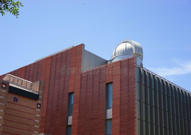 Обсерватория на академичном здании стоковые фото
