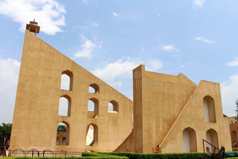 Обсерватория Jantar Mantar в Джайпуре, состоит из архитектурноакустического a стоковая фотография