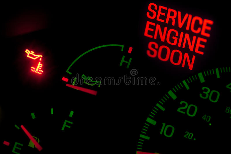 обслуживание двигателя светлое скоро стоковое изображение rf