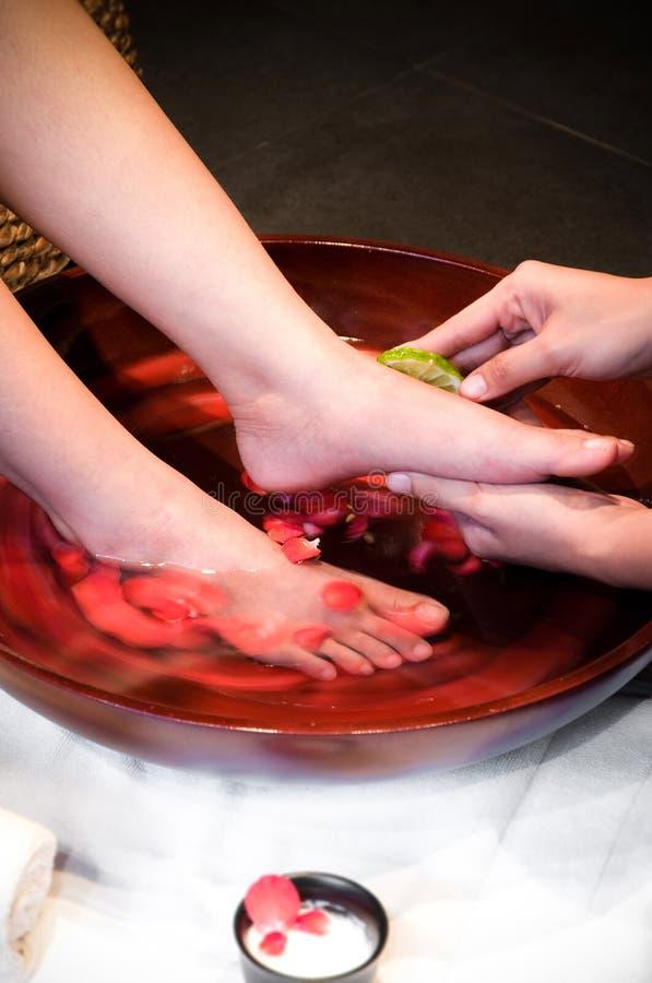 Обслуживание курорта ноги, купать ноги стоковая фотография rf