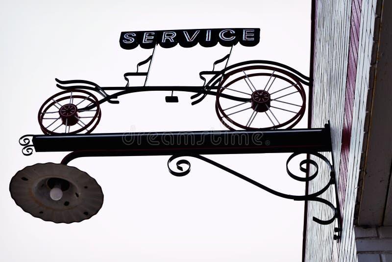 Обслуживайте велосипед стоковые изображения rf