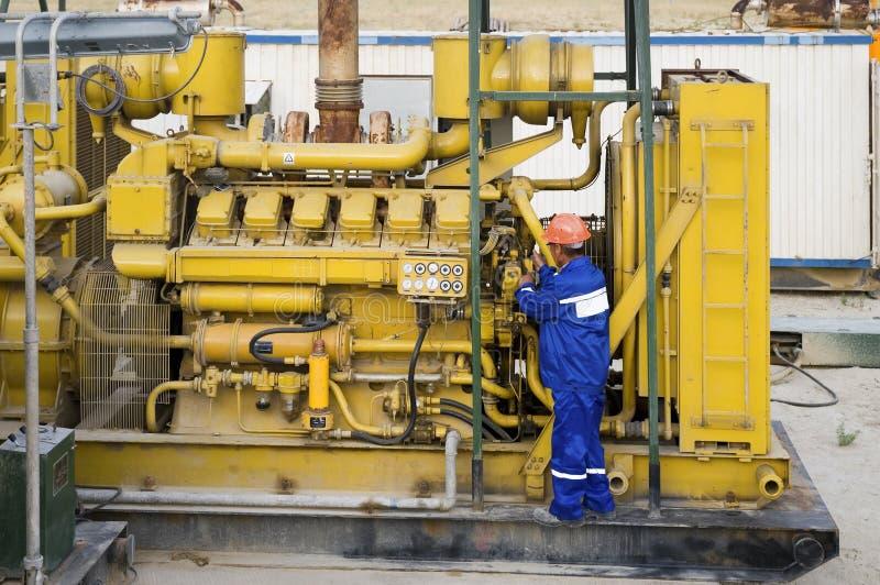Обслуживание двигателя дизеля стоковые изображения rf