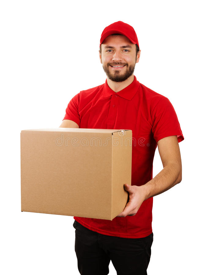 Обслуживание поставки - молодой усмехаясь курьер держа картонную коробку стоковая фотография rf
