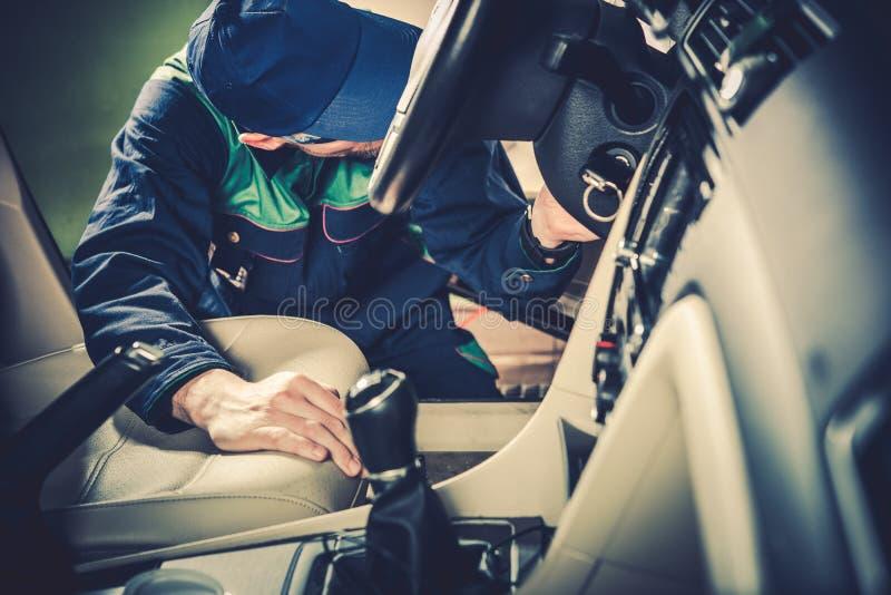 Обслуживание подержанного автомобиля стоковое фото rf