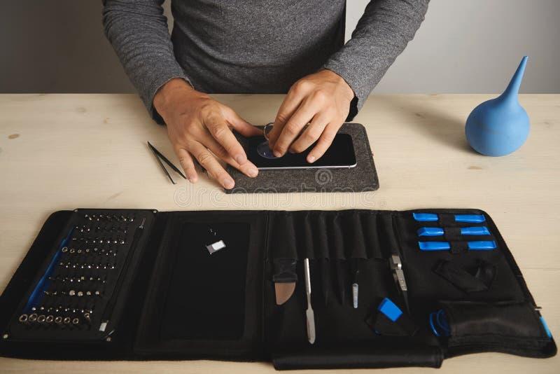 Обслуживание repairment компьютера и телефона стоковые фотографии rf