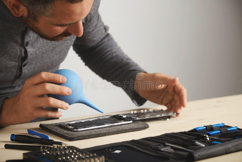 Обслуживание repairment компьютера и телефона стоковое фото rf