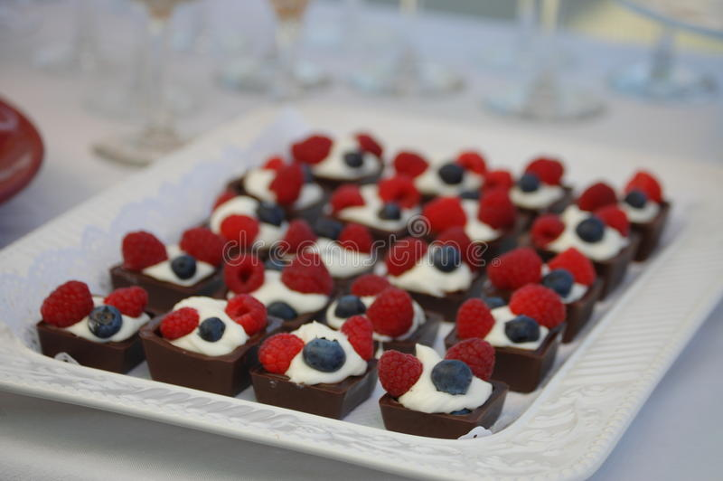Обслуживания помадки десерта стоковое изображение rf