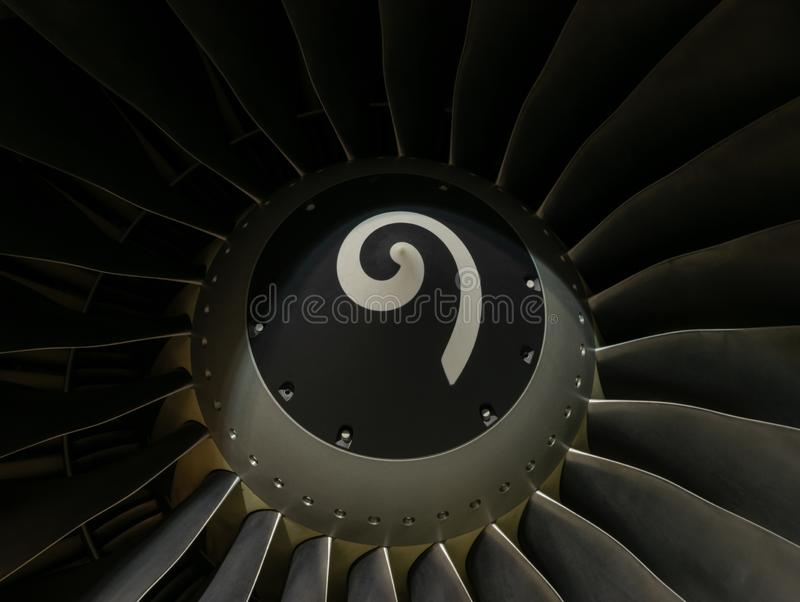 Обтекатель втулки и лопатки вентилятора двигателя воздушного судна Боинга 737-800 закрывают вверх стоковое фото rf