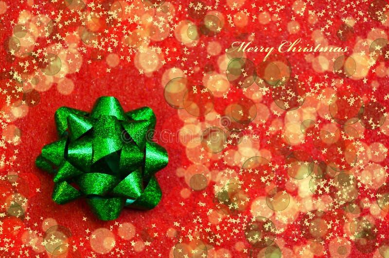 Download Обхватывайте на красной предпосылке - концепции праздника Стоковое Изображение - изображение насчитывающей bowwow, тесемка: 33735461
